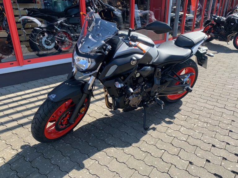 Yamaha-MT07-2